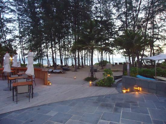 Holiday Inn Phuket Mai Khao Beach Resort: Sunset from the outside restaurant