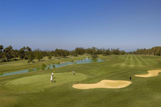 Golf Las Américas: View from clubhouse overlooking the 18th hole