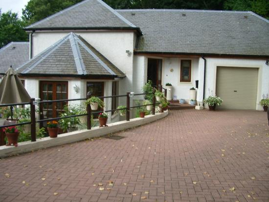 Southwood Bed and Breakfast: House & Driveway