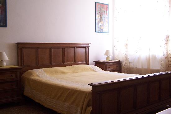 B&B In Centro: La camera gialla - The yellow room