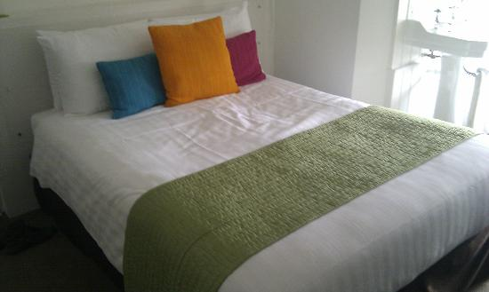 One Broad Street Guesthouse: The lovely bed