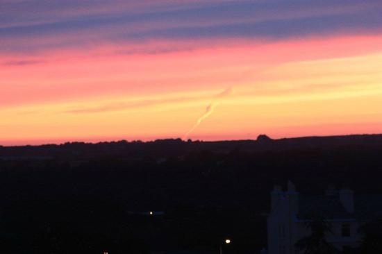 Woodside Bed & Breakfast: Lovely sunset view from Room 1