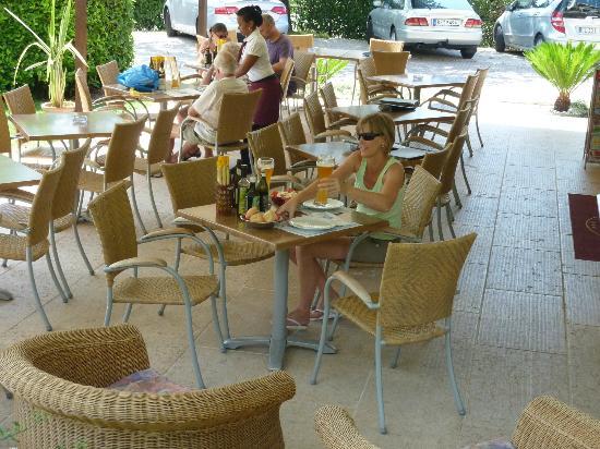 Hotel Benacus Malcesine: Gastronomischer Außenbereich
