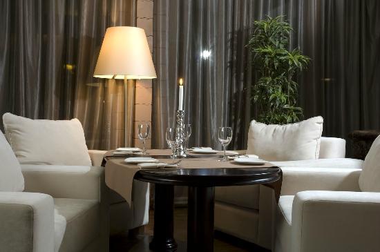 Usadba Prishvin: стол для четверых