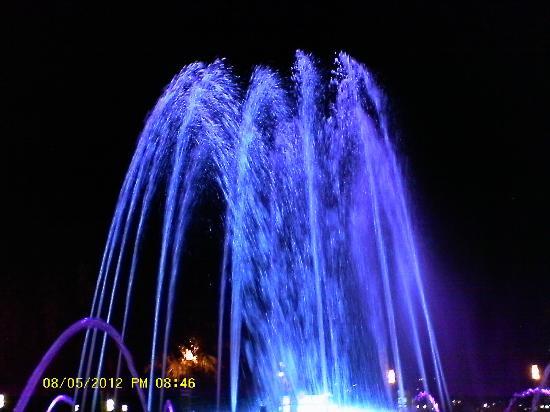 Inter2Salou : Fountain show near the beach