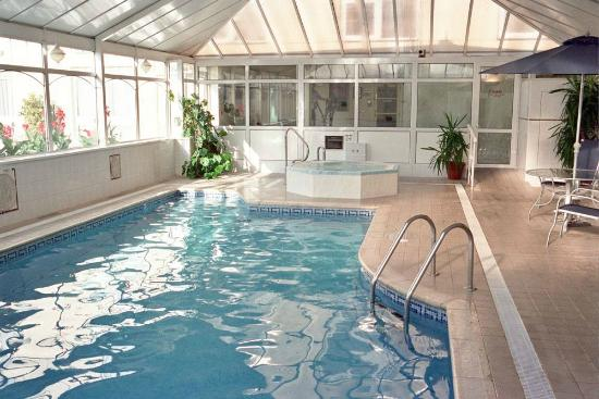 Indoor pool picture of monterey hotel st helier for Pool show monterey
