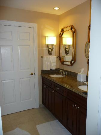 Marriott's Manor Club at Ford's Colony: Bathroom