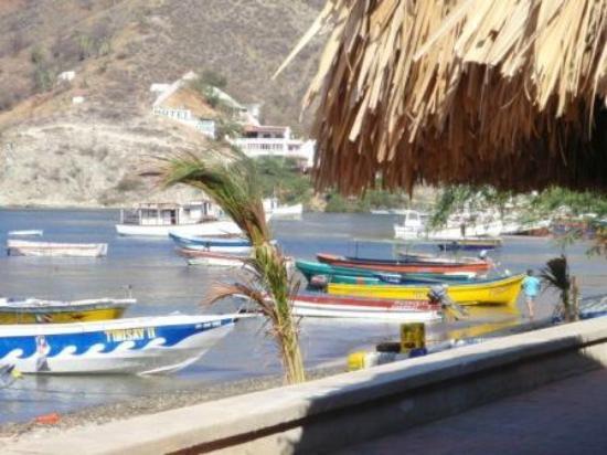 Casa Los Cerros: El malecon con lanchas