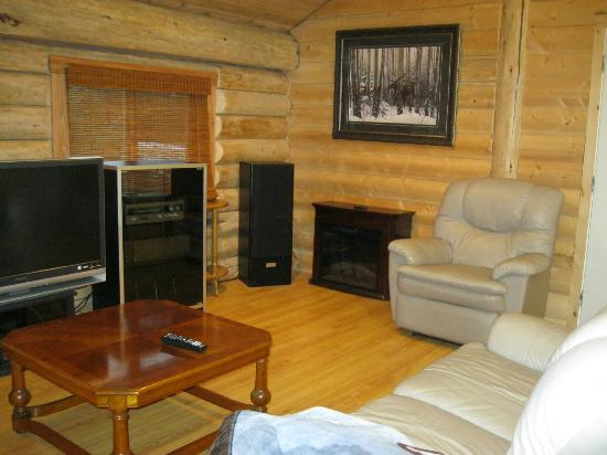 Robson Valley Chalet: spacious room