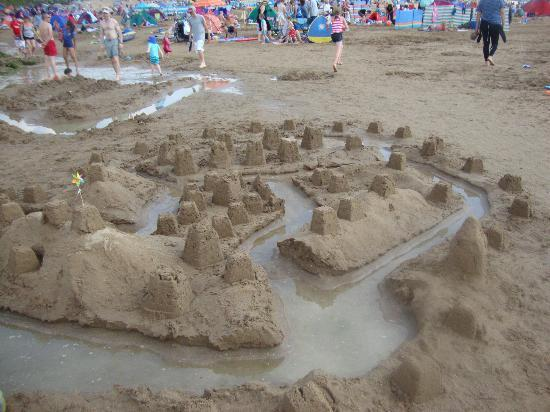 Woolacombe Beach: sand castle building