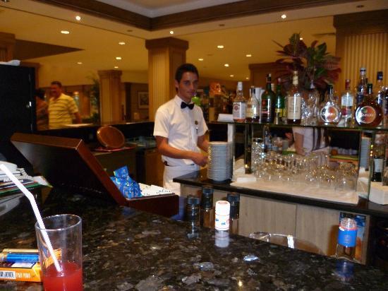 Meryan Hotel : Lobbybar-24 Std offen....cool