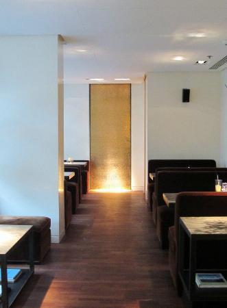 The Mandala Hotel: QIU lounge bar 