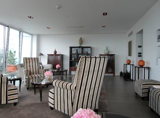 The Mandala Hotel: Lounge dans le Ono Spa au 10e étage 