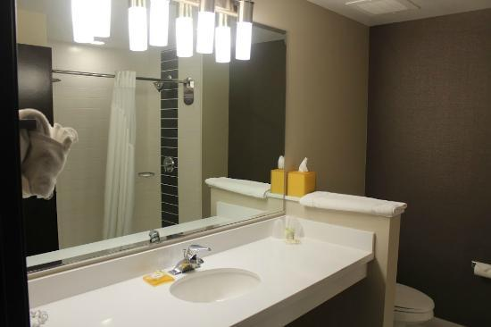 Four Points by Sheraton Las Vegas East Flamingo: Modern Bathroom