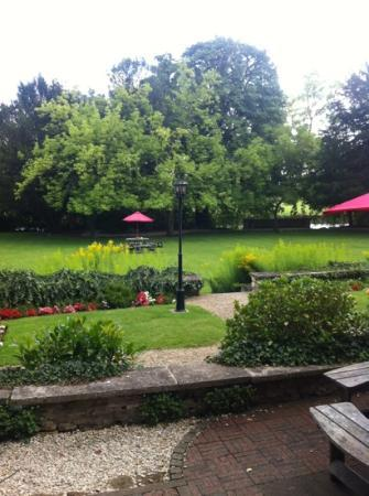 Abingdon, UK: lovely garden on the river Thames