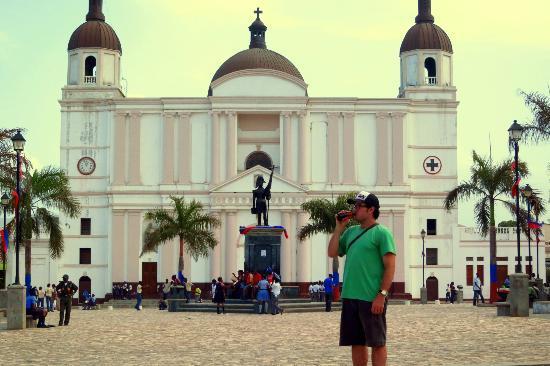 Cathedrale Notre Dame de Cap Haitien : Facade and Square