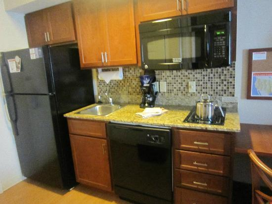 Candlewood Suites Pittsburgh Cranberry : Kitchen area