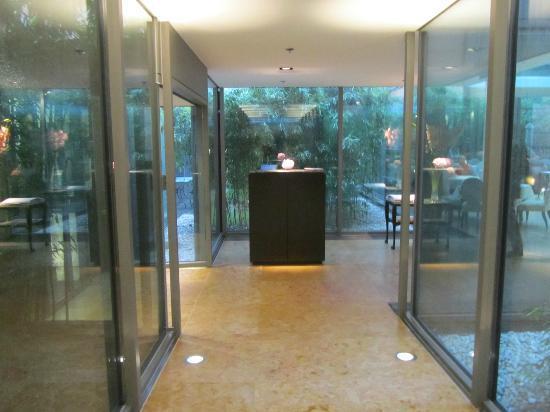 The Mandala Hotel: Salle de petit-déjeuner au 5e étage