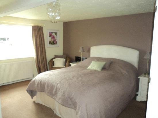 Birtles Farm: bedroom