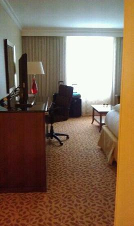 Atlanta Marriott Buckhead Hotel & Conference Center: View upon entering the room