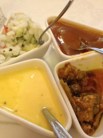Bombay Restaurant: Chutney plate to accompany popadams