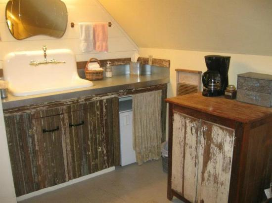 Red Barn Hideaway : Kitchen in the Red Barn