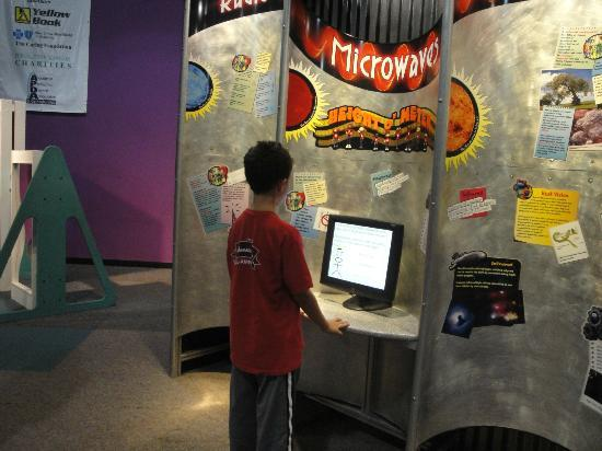 Sci-Quest Hands-on Science Center : Checking out the microwave exhibit