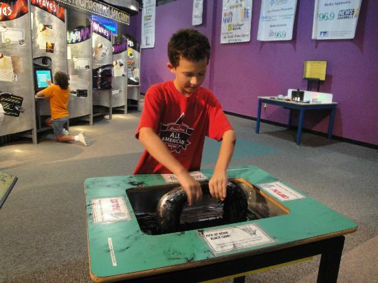 "Sci-Quest Hands-on Science Center : Great magnetism demonstration using 'black sand"""