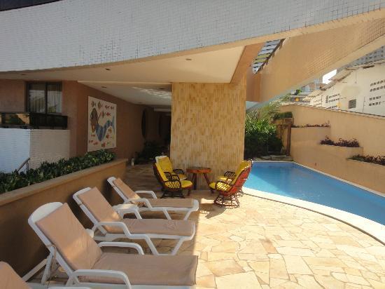 Mirador Praia Hotel: Esta é apenas uma parte da piscina no térreo.