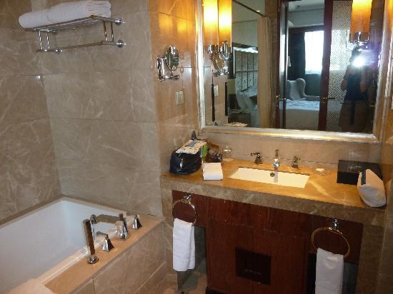 Wahaha Hotel Beijing Longfusi: Baño