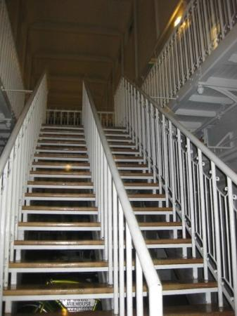 Jailhouse Accommodation: Stairs to the rooms