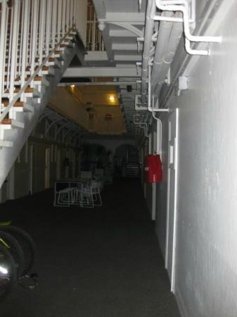 Jailhouse Accommodation: Dining area