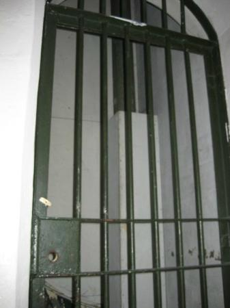 Jailhouse Accommodation: Historic jail cell