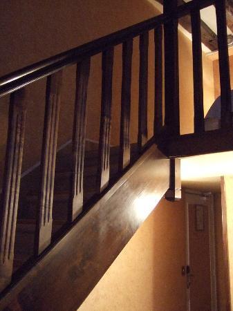Hotel de la Bretonnerie: ロフトへの階段