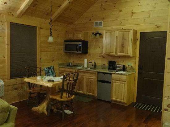 ‪‪Pine Cove Lodging‬: the kitchen area