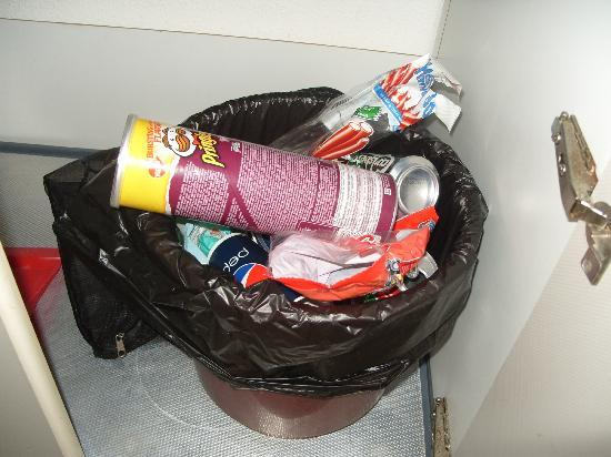 Bungalows Vista Oasis Apartments: Bin was never emptied !!!!