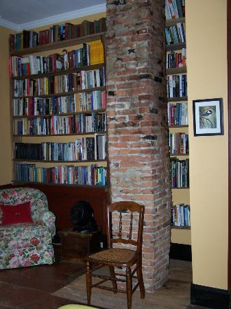 Hopkins House Farm Bed & Breakfast: So many books to enjoy