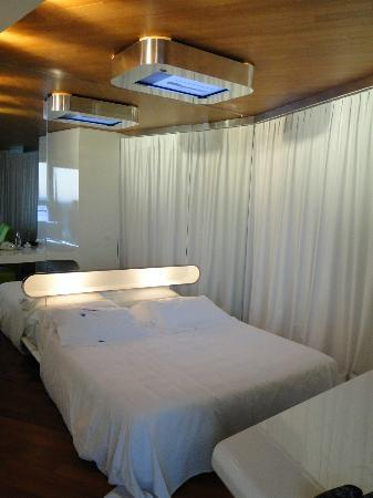 i-SUITE Design Hotel: Bedroom with a TV mounted to the ceiling