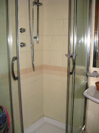 Hotel Victoria Maiorino: doccia