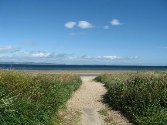 Hay Lodge: Sentier vers la mer (2 minutes à pied)