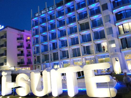 i-SUITE Design Hotel: BIG sign in front of the hotel, you can't miss it!