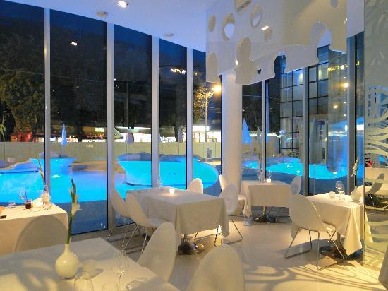 i-SUITE Design Hotel: The hotel restaurant, i-Fame. Again with the cyber-look