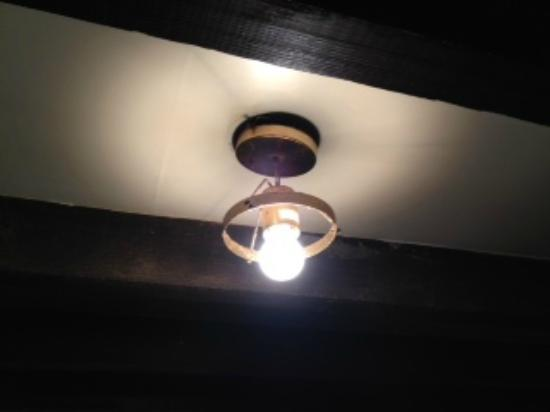 ‪‪Alamo Motel‬: Ceiling Light