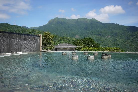 Tien Lai Resort & Spa : 月池有多項水療設施,還可仰望陽明山國家公園