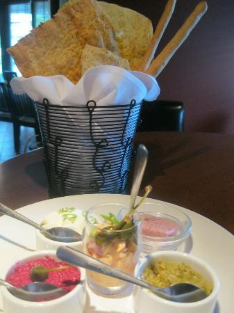 The Firehall Bistro : tappis share plate house made flat bread, cheese sticks