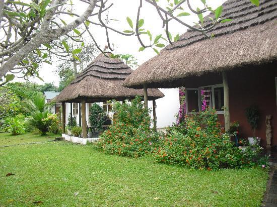 Sekondi-Takoradi, Ghana: View of Restaurant and garden lounge