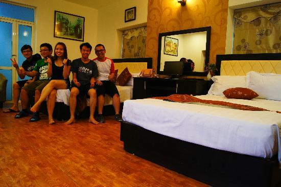 The Time Hotel: Our HUGE room!