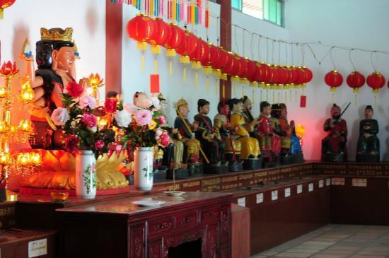 Cuiping Mountain: Nebengebaeude mit taoistischen Goettern