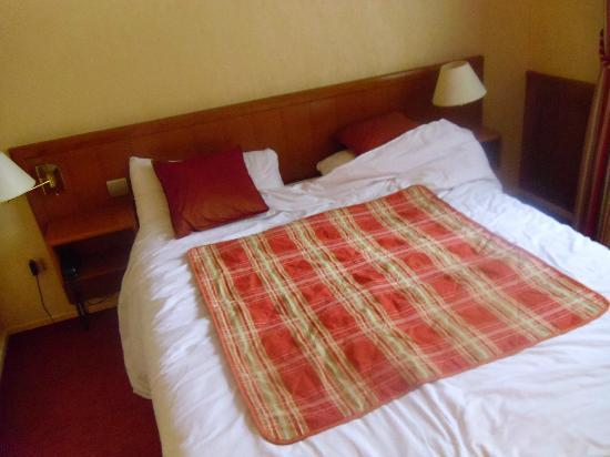 Hotel le Dauphin: Bed