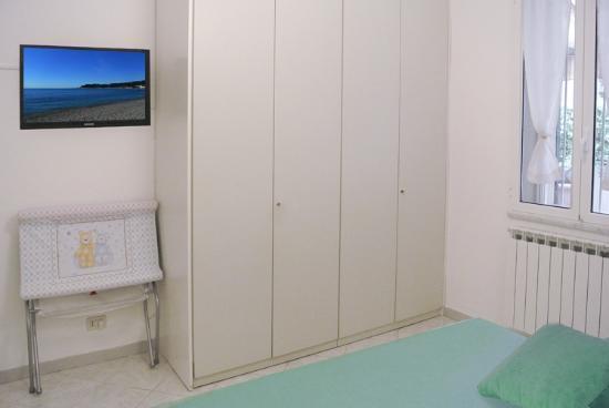 LillyBi: Camera da letto bilocale Basilico ampio armadio